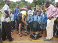 "Charles ""helping"" with my puncture - my gratitude, amazement of crowd"